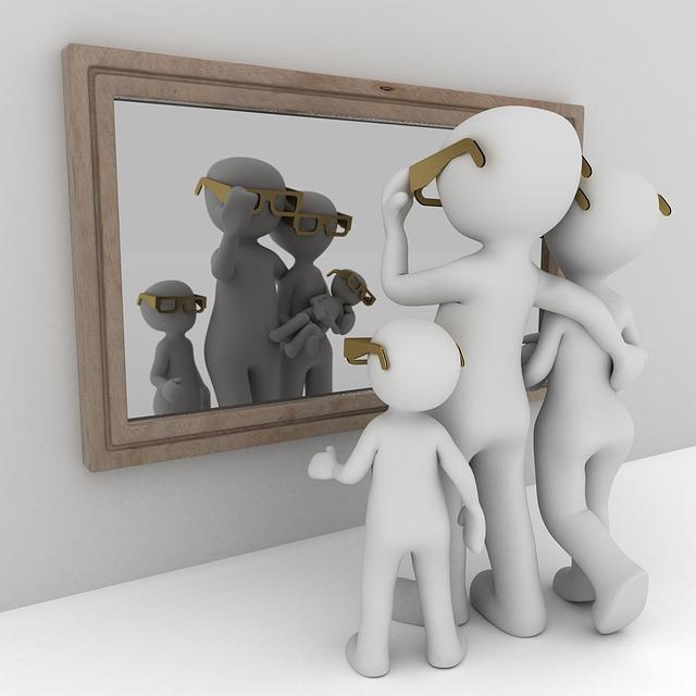 postavy před zrcadlem