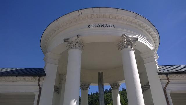 brána na kolonádu
