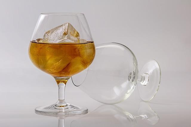 Koňak ve sklenici